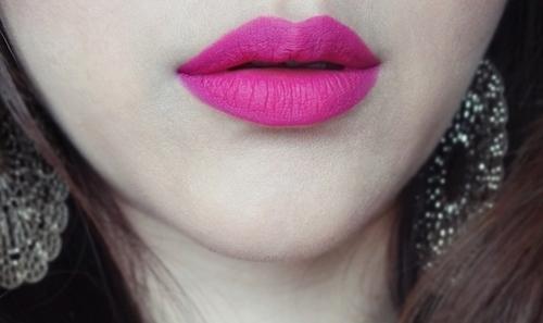 mac-flat-out-fabulous-lipstick-swatches
