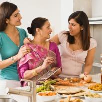 women-in-kitchen_med