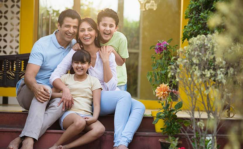 ঈদের দিন পরিবারের সাথে হাসিখুশি সময় কাটাচ্ছে - shajgoj.com