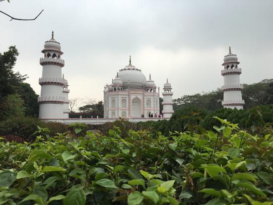 banglar-taj-mahal