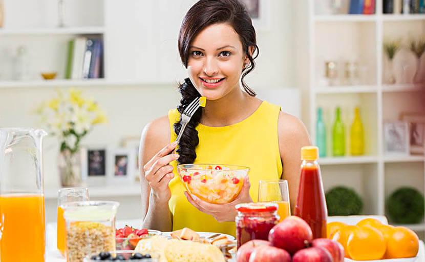 ওজন কমাতে সকালের নাস্তায় ফলের সালাদ খাওয়া হচ্ছে - shajgoj.com