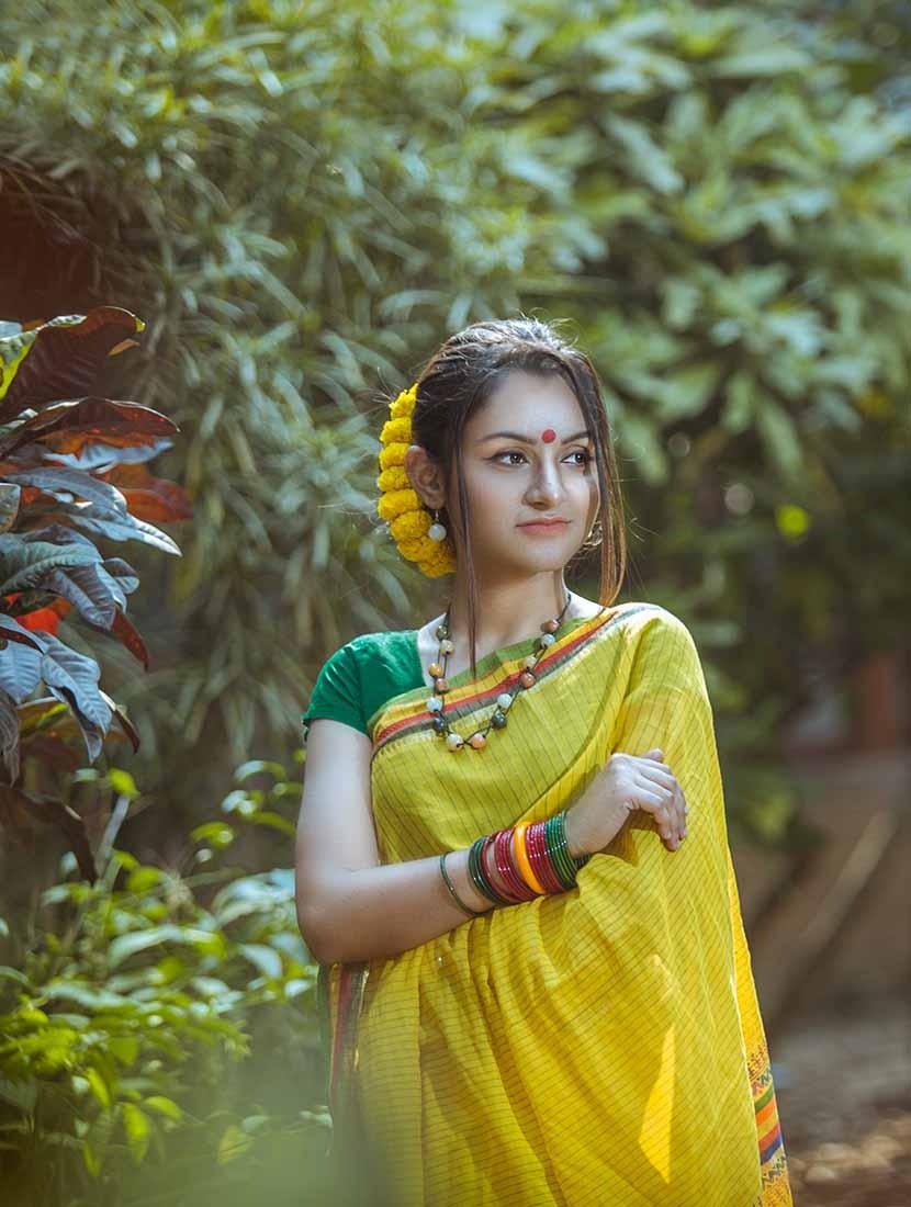 পহেলা ফাল্গুনে শাড়িতে ফাল্গুনি সাজ - shajgoj.com