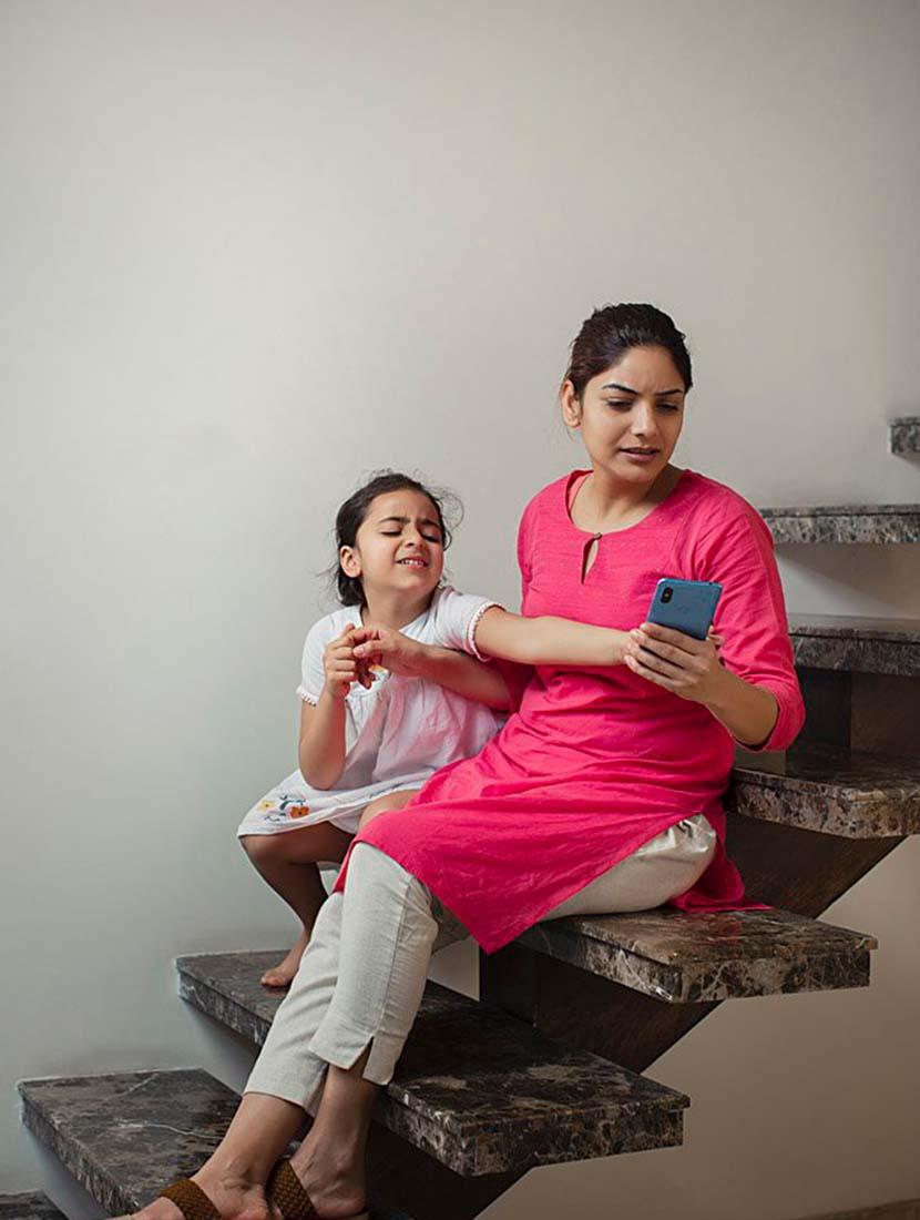সন্তানকে আয়ত্বে আনতে সোশ্যাল মিডিয়া থেকে দূরে রাখুন - shajgoj.com