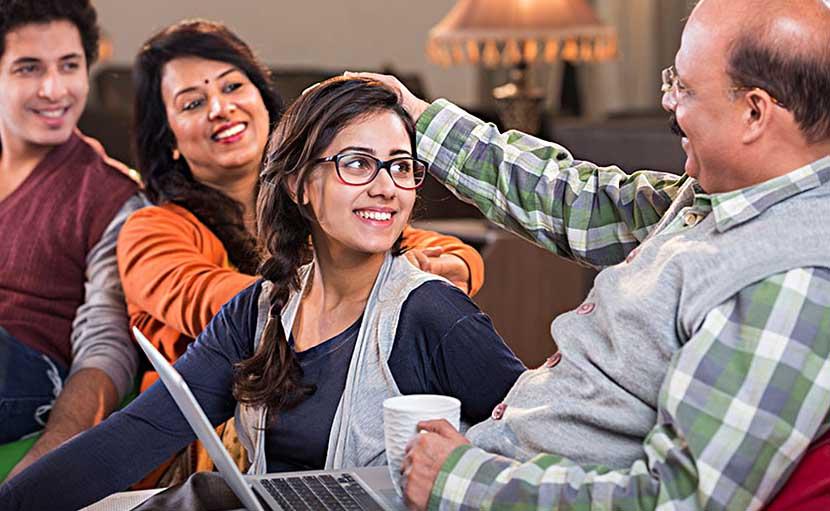 কর্মজীবী নারীকে পরিবারের সাপোর্ট - shajgoj.com