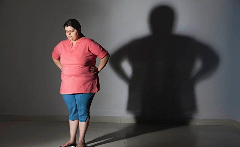 ওজন মেপে দেখছে অনেক মোটা হয়ে গিয়েছে - shajgoj.com