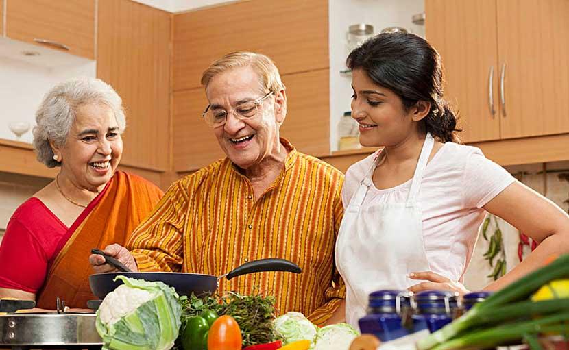 নতুন সংসার এ শ্বশুরবাড়িতে শ্বশুর-শাশুড়িকে রান্নায় সহায়তা করুণ - shajgoj