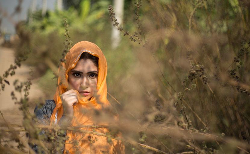 শীতে কোঁকড়া চুলের যত্নে চুল ঢেকে রাখুন - shajgoj.com