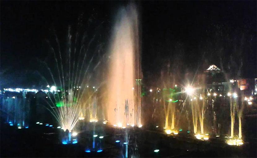 কলকাতা ইকোপার্ক এর ভেতরে ফ্লোটিং মিউজিক ফাউনটেইন - shajgoj.com