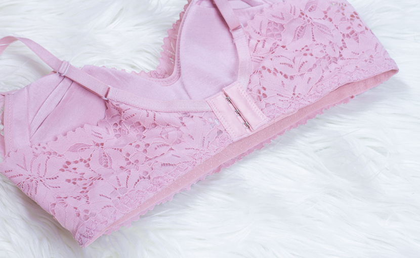showing pink leis bra's backside hook
